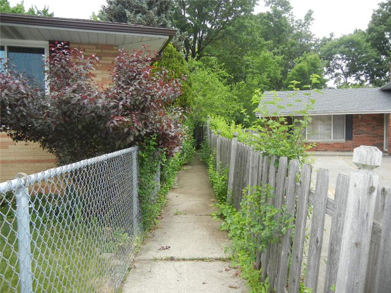Added bonus: This wonderful path is a few homes down and leads to public transportation and shopping!!